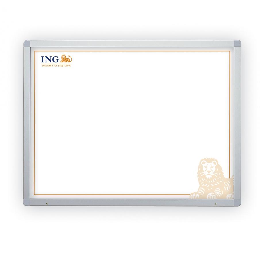 Ogłoszeniowe gabloty i tablice informacyjne z nadrukiem